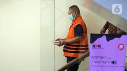 Pejabat Pembuat Komitmen (PPK) di Kementerian Sosial, Matheus Joko Santoso usai menjalani pemeriksaan lanjutan di Gedung KPK, Jakarta, Jumat (19/3/2021). Matheus Joko Santoso sebagai tersangka dugaan korupsi pengadaan bantuan sosial penanganan pandemi COVID-19. M(Liputan6.com/Helmi Fithriansyah)