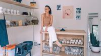 Studio keramik di rumah Sophia Latjuba. (dok. Instagram @sophia_latjuba88/https://www.instagram.com/p/CKQx8QvBin_/)