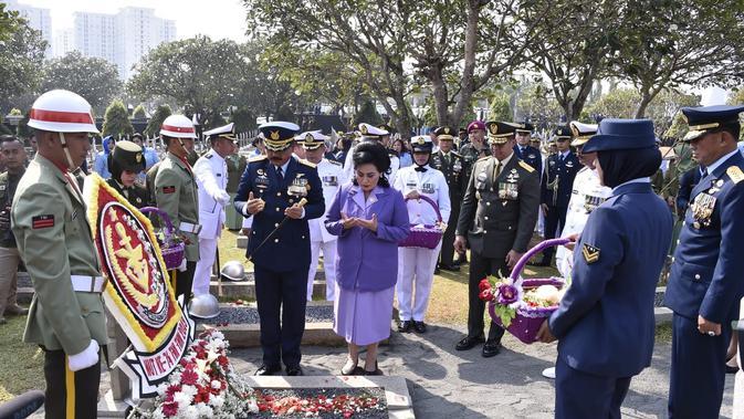 Panglima TNI Berziarah ke Makam Presiden ke-3 BJ Habibie (Foto: Liputan6/Istimewa)