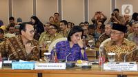 Menko PMK Muhadjir Effendy (kanan), Menkeu Sri Mulyani (tengah), dan Dirut BPJS Kesehatan Fahmi Idris saat rapat kerja gabungan bersama DPR di Kompleks Parlemen, Jakarta, Selasa (18/2/2020). Rapat di antaranya membahas kenaikan iuran BPJS Kesehatan. (Liputan6.com/Johan Tallo)