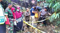 Seorang warga Desa Klapasawit Kecamatan Buluspesantren Kabupaten Kebumen menemukan jenazah bayi tersangkut ranting bambu di tepi Sungai Pedati. (Foto: Liputan6.com/Polres Kebumen/Muhamad Ridlo)