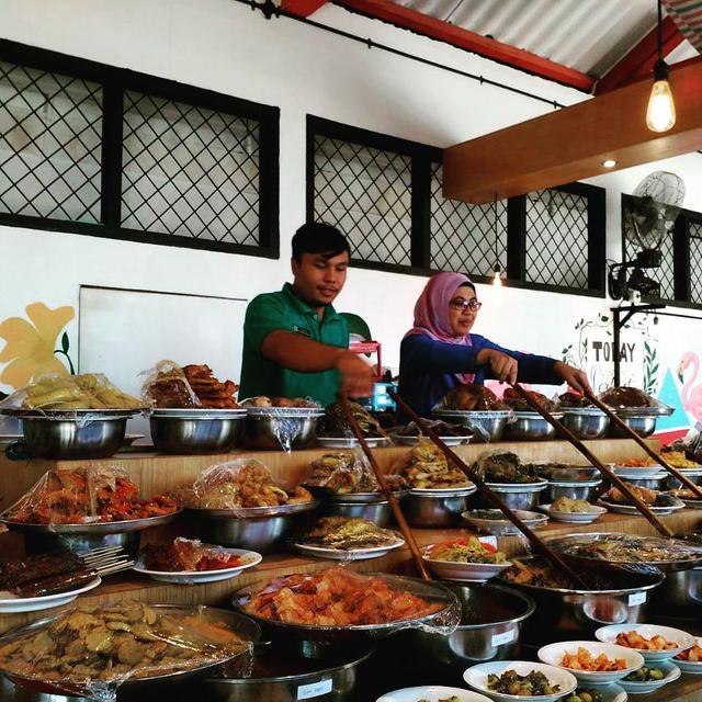 Nusa Dua, restoran yang menyajikan masakan Indonesia di London, cara penyajiannya juga khas ala penyajian masakan padang. (dok. Instagram @nusadualondon/https://www.instagram.com/p/BbgwnGUlLFm//Adhita Diansyavira)