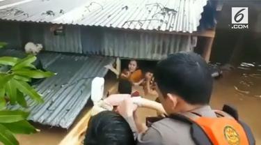 Banjir mengepung sebagian wilayah Sulawesi Selatan. Di wilayah Gowa bahkan enam orang dilaporkan tewas.