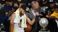 Ekspresi Stephen Curry setelah Golden Warriors mengalahkan Houston Rockets pada gim ketujuh Final Wilayah Barat NBA 2018, di Oracle Arena, Selasa (29/5/2018). (AP Photo/David)