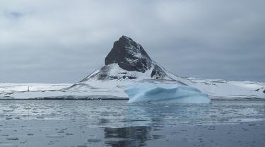 Es di Benua Antartika