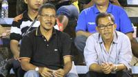 Bersama sahabat lama di tim pelatih Persela, Aji Santoso optimistis bisa perbaiki posisi Laskar Joko Tingkir. (Bola.com/Fahrizal Arnas)