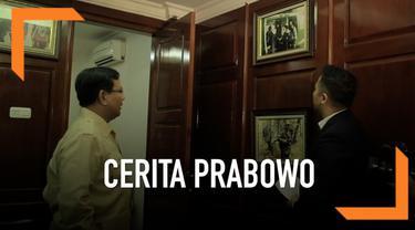 Calon Presiden Prabowo Subianto ungkap cerita di balik foto-foto yang terpajang di rumahnya.