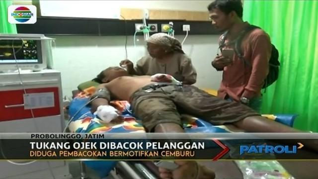 Seorang tukang ojek di Probolinggo dibacok penumpangnya hingga harus dirawat di rumah sakit. Diduga pelaku merasa cemburu.
