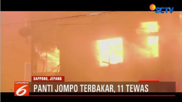 Api menghanguskan bangunan panti jompo bertingkat tiga yang tadinya bekas sebuah hotel.