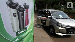 Mitra Driver GoCar menunjukkan pembersih udara atau air purifier di Jakarta, Rabu (21/04/2021). Gojek telah melengkapi 8000 unit air purifier Sharp terbanyak pada GoCar di Jabodetabek untuk menjaga kualitas udara pada kendaraan dan kenyamanan penumpang. (Liputan6.com/HO/Ading)