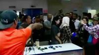 Orangtua korban vaksin palsu marah di RS Harapan Bunda Jakarta.