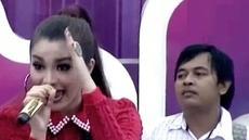 Fitri Carlina  membawakan lagu Oplosan dalam acara Inbox SCTV (14/05/2014)