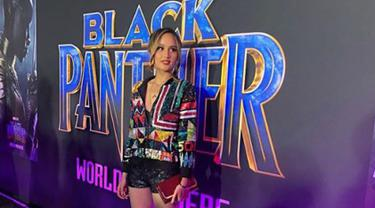 Artis Cinta Laura berpose saat menghadiri malam premier film superhero Black Panther di Dolby Theatre California, Amerika Serikat, Senin (28/1). (Instagram/claurakiehl)