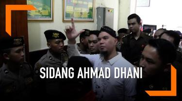 Hari Selasa (19/2) Pengadilan Negeri Surabaya gelar sidang lanjutan perkara ujaran kebencian yang menyeret musikus Ahmad Dhani. Agendanya pembacaan putusan sela atas keberatan penasihat hukum Ahmad Dhani.