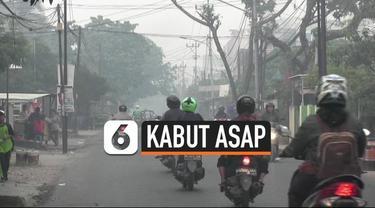 Kabut asap tebal masih menyelimuti langit kota Palembang, Sumatera Selatan. Akibatnya siswa diliburkan hingga asap tebal tidak mengganggu pernapasan warga.