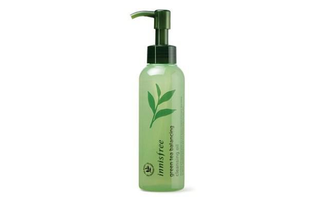 First Cleanser: Innisfree Green Tea Balancing Cleansing Oil/copyright sociolla.com