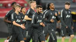 Para pemain Manchester United saat sesi latihan jelang laga Liga Europa di Stadion Rhein Energie, Cologne, Minggu (9/8/2020). Manchester United akan berhadapan dengan Copenhagen. (AFP/Sascha Steinbach)