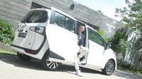 Fitur di Toyota Sienta Membuat Rio Motret Terpana