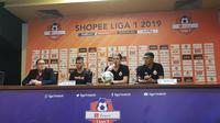 Pelatih Julio Banuelos menyebut persiapan Persija Jakarta melawan PSM Makassar tidak sempurna. (Bola.com/Zulfirdaus Harahap)