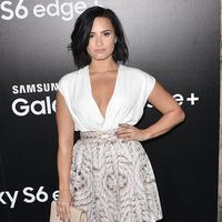 Demi Lovato (via dailymail.co.uk)