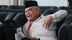 Anggota Komisi VII DPR RI, Nawafie Saleh berada di ruang tunggu sebelum menjalani pemeriksaan di Gedung KPK, Jakarta, Senin (24/9). Nawafie Saleh diperiksa sebagai saksi untuk tersangka mantan Sekjen Golkar Idrus Marham. (Merdeka.com/Dwi Narwoko)