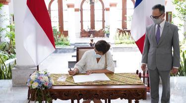 Wamenlu RI, Mahendra Siregar mengeratkan kerja sama dengan Menteri Kelautan Prancis, Annick Girardin dalam bidang maritim demi pembangunan ekonomi bersama.
