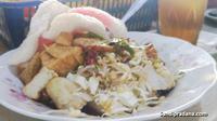Ke Yogyakarta atau biasa disebut Jogja jangan lewatkan untuk mencoba tahu guling yang enak ini.