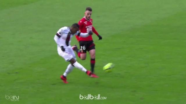 Yeni N'Gbakoto memastikan kemenangan bagi Guingamp atas Rennes di masa injury time lewat sebuah tendangan fantastis yang bahkan sa...