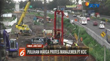 Warga di Cimahi protes terhadap pembangunan proyek kereta cepat Jakarta-Bandung. Mereka menagih janji manajemen untuk merekrut tenaga kerja dari masyarakat lokal yang hingga saat ini belum terwujud.