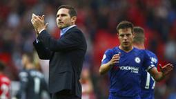 Pelatih Chelsea, Frank Lampard, saat melawan Manchester United pada laga Premier League 2019 di Stadion Old Trafford, Minggu (11/8). Manchester United menang 4-0 atas Chelsea. (AP/Dave Thompson)