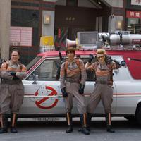 Foto perdana daur ulang Ghostbusters memperlihatkan Kristen Wiig, Leslie Jones, Melissa McCarthy, dan Kate McKinnon dalam balutan seragam.