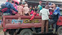 Relawan Kampung Indonesia, Muhammad Arif Kirdiat menceritakan kisahnya selama membantu korban bencana dan berada dilokasi banjir bandang dan longsor. (Foto: Liputan6/Yandhi Deslatama)