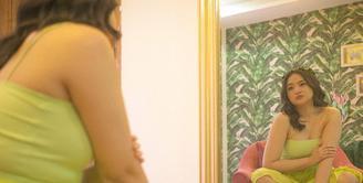 """Marshanda mengalami kenaikan berat badan dratis lantaran mengonsumsi obat bipolar. """"Obat-obatan untuk treatment bipolar disorder gue berefek samping meningkatkan nafsu makan drastis, memperlambat metabolisme, dan bikin berat badan naik"""", tulisnya sebagai keterangan foto. (Foto: instagram.com/marshan"""