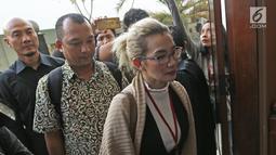 Penyanyi Reza Artamevia saat tiba di Pengadilan Negeri Jakarta Selatan, Selasa (9/1). Sebelumnya, Reza pernah beberapa kali absen, saat diminta hadir terkait kasus sang mantan guru spiritual, Gatot Brajamusti. (Liputan6.com/Herman Zakharia)