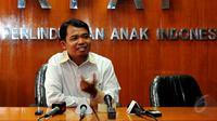 Komisioner Perlindungan Anak KPAI, Susanto, memberikan keterangan pers terkait kondisi bocah D yang ditelantarkan orangtuanya, Jakarta, Jumat (15/5/2015). (Liputan6.com/Yoppy Renato)