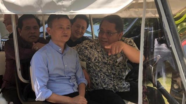 Menteri Komunikasi dan Informatika Rudiantara bersama Jack Ma. Dok KBRI