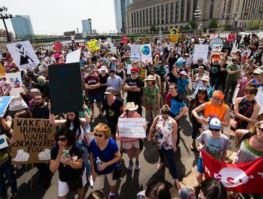 Warga AS Tolak Kebijakan Lingkungan Trump-AP-20170430