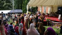 Kesenian Sunda saat acara silaturahmi Idulfitri 1439 H di Kediaman Dinas Dubes Indonesia di London (Liputan6.com/Istimewa)