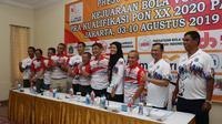 Tim bola voli putra dan putri DKI Jakarta dalam jumpa pers jelang Kualifikasi PON XX/2020 Papua di Jakarta, Kamis (1/8/2019). (Humas PBVSI)