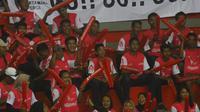 Penonton seri pertama Final Four Proliga 2019 di GOR Joyoboyo, Kediri, Jumat (8/2/2019). (Bola.com/Gatot Susetyo)