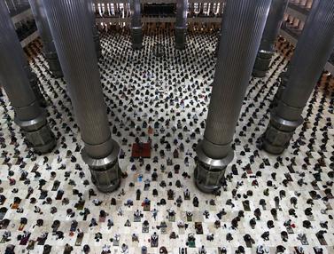 FOTO: Suasana Sholat Jumat Pertama Ramadhan di Masjid Istiqlal
