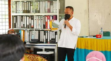 Ketua Gapki Riau Jatmiko K Santosa memberikan pemahaman tentang komoditas sawit yang menjadi andalan Indonesia saat pandemi Covid-19 kepada tenaga pendidik di Kabupaten Kampar.