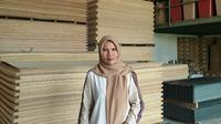 Gusmiwati, pengusaha toko bangunan nasabah BRI asal Lubuk Begalung, Sumatera Barat. Foto: Dok Pribadi