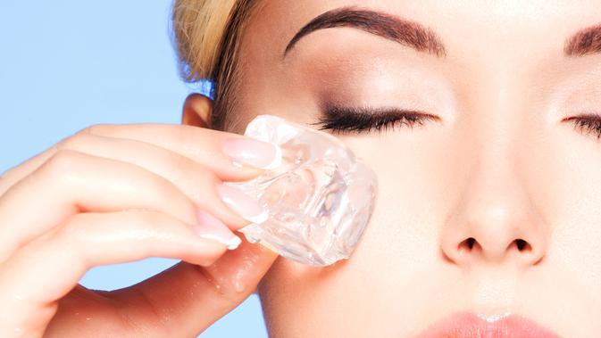 Hasil gambar untuk Kompres mata dengan air es atau es batu