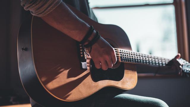 7 Cara Bermain Gitar Untuk Pemula Mudah Dan Cepat Bisa