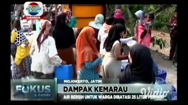 Kesulitan air bersih yang dirasakan warga 6 desa, Kabupaten Mojokerto, disebabkan karena musim kemarau yang berkepanjangan