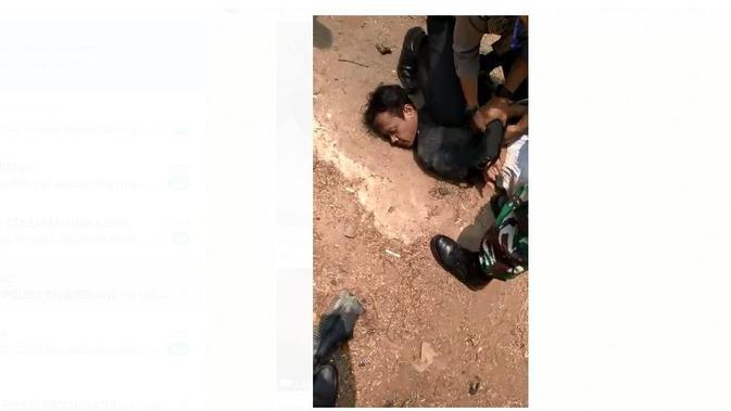 Terduga pelaku penyerangan Menko Polhukam Wiranto saat ditangkap. (Istimewa)