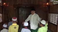 Sempat divonis hukuman mati lantaran terjerat UU narkotika, Cong Roib bangkit dan mengabdikan diri menjadi guru ngaji. (Liputan6.com/ Dian Kurniawan)