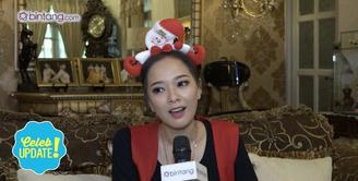 Sebagai sahabat, Sandra Dewi sering memberikan motivasi pada Yuanita Christiani agar segera menikah