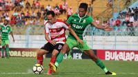 Duel Madura United vs Bhayangkara FC di Stadion Gelora Bangkalan, Bangkalan, Jumat (9/11/2018). (Bola.com/Aditya Wany)